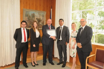 From left to right: Joshua Ang, Myee Gregory, His Excellency General the Honourable Sir Peter Cosgrove AK MC (Retd), Nicholas Ramirez, Katja Theodorakis, and Selwyn Cornish. Photo taken by Nishara Miles.